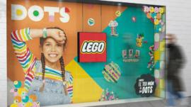 Escaparate LEGO DOTS L'Illa